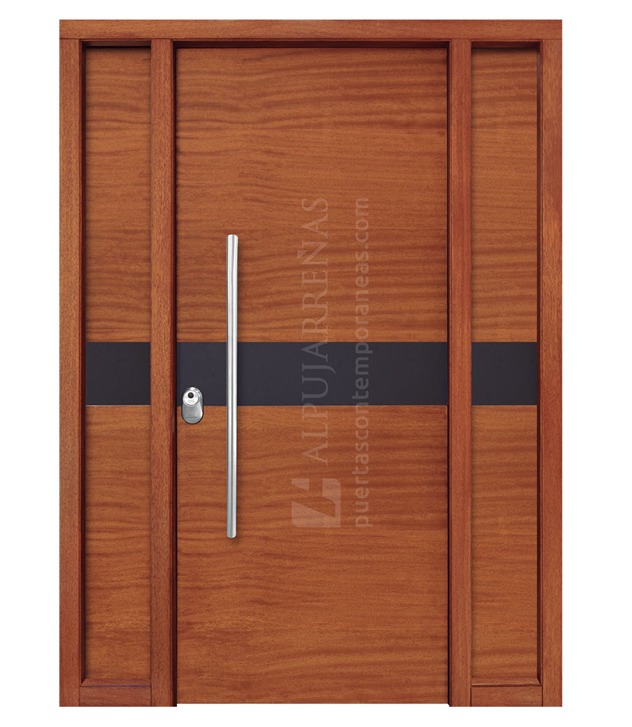 Puerta exterior multicapa modelo 2050 maderas ravira for Puerta de madera exterior usada